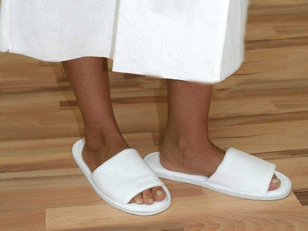 zapatillas-rizo-desechables-abiertas